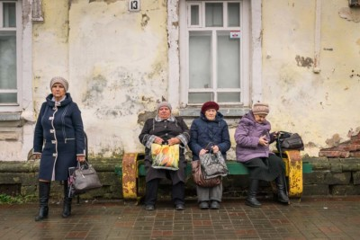 Ann Launcelott, The Bus Stop, Photography, 16x24